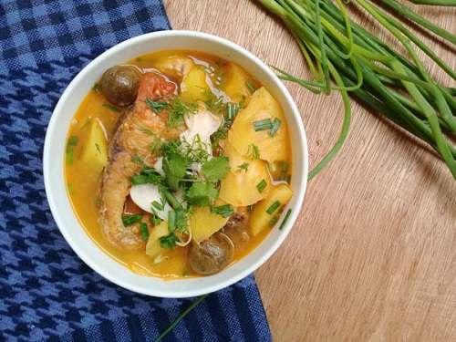 Cá trắm nấu canh chua